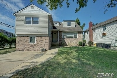 This beautiful house is move in ready, near all. OWNER MOTIVATED.