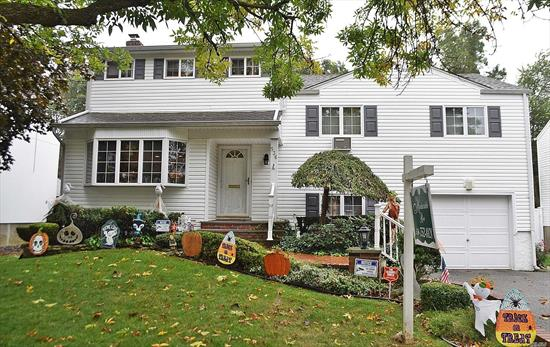 Excellent and well maintained split level home in sought after plainedge SD 18. 5 bedrooms including added 3rd floor 14x24 master suite, 3 full baths, rear extension family room off cabinet lined granite kitchen, Solar electricity and more. All quality construction and elements in this beautiful home.
