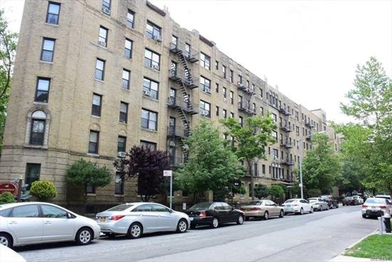 Large-sized pre-war 1 bedroom in Kew Gardens. Clean and move in ready; hardwood floors throughout. Minutes from the LIRR and conveniently located near the E&F train. Investor units can be rented immediately.