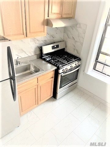 Newly Renovated 1 Bedroom 600sqft with a eat-in kitchen & stainless steel appliances. Very spacious & bright with beautiful hardwood floors. Large Bedroom can accommodate a Queen size bed. Apartment unit is in a clean and well maintained building. Superintendent On-Site. Short walk to the R/M train on Steinway Street. Supermarket & laundromat on the Corner ! Super Convenient, truly a must see!! Heat & hot water included- Gas & electricity separate.