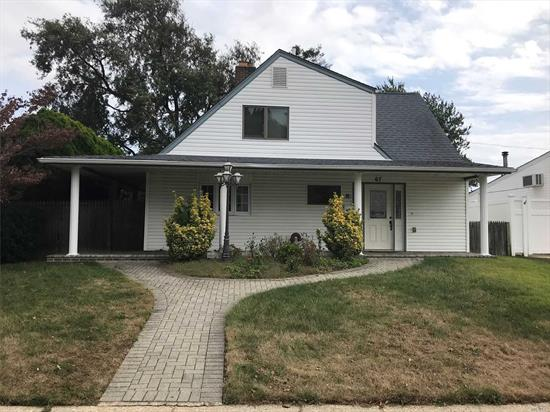 Huge Corner Lot Property with Big Living Room, Dining Room, 3 Bedrooms, Eik, and 2 Full baths. Perfect for a Large Family. Also there is a Private Driveway. Don't Miss This opportunity to Own a Spacious single Family Home at an affordable price!!!