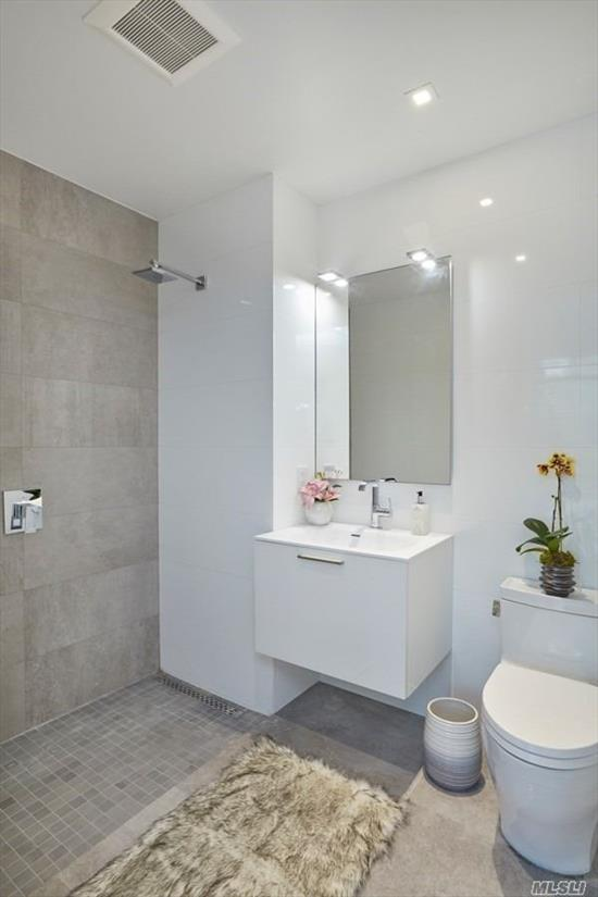 Beautiful one bedroom apt located in the heart of Long Island City. It is only one block away from major subway stations. 3 Mins to Manhattan. The apartment features German designed Grohe faucets, Nest Thermostat, Mirage wood floors, LG heating and air-conditioning, Scavolini Kitchen Cabinets, COMPAC-Unique Calacatta counter-tops, Miele appliances, Liebherr refrigerator, Bertazzoni stove, Bosch dishwasher, Moen Kitchen sink, Porcelanosa tiles, TOTO toilet, Kohler bathtub.