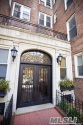 ***Welcome Home*** Make This Newly Renovated 1 Bedroom + Bonus Room Apartment Your New Home...Brand New Stainless Appliances, Hardwood Floors, French Doors To Sunken Living Room, Renovated Bath...Extra Closets...And More...Close To #7 Train, Shopping, Farmers Market Every Saturday...Dog Park, Basketball & Tennis Courts Across The Street, Bike Path To Bridge, Buses To Midtown... And More...