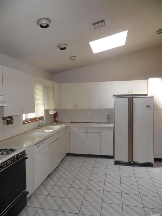 amazing modern rental ranch home, features 3 very large bedrooms, 2 full bathrooms, large eatin kitchen with skylight, lvr/dr with skylight, central air, laundry room, shed for some storage, close to shopping, LIRR, highways, valley steam central school district