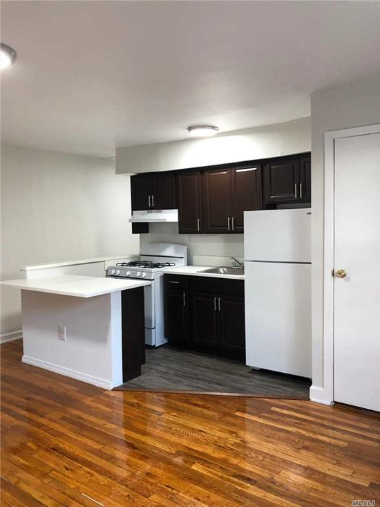 Spacious Apartment In Auburndale Flushing. Wood Floors Throughout unit and open kitchen layout . Granite floors in kitchen. Gorgeous bathroom. Laundromat, LIRR Station, and 24 Hour Supermarket all within a one block radius. Q76, Q28, Q12, Q13 metro all in short distance.