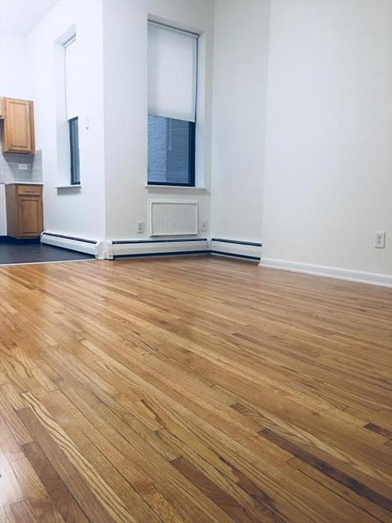 PERFECT FOR SHARES! 3BR/1.5 BATHS in a great location between Washington and Hudson St. COMPLETELY renovated unit. hardwood floors throughout, updated kitchen and baths, laundry in the building. Het and hot water included in the rent. DO NOT MISS OUT!!!