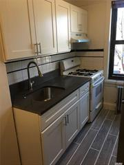 One Bedroom apartment, Located in Richmond Hill N. Heat &Hot Water included. Walking distance to trains, transportation, resturants, Markets and Schools. First Floor Unit.