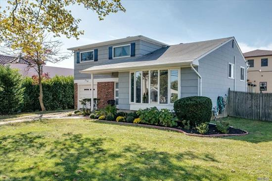 Beautiful Avalon Split in S. Merrick on O/S Lot. Gleaming H/W Floors Throughout. Lots of Natural Light. Huge L/R w/Tall Vaulted Ceilings.Large EIK w/Sliders Leading to a Spacious Raised Deck.Giant M-B-R w/Lots of Closets. Two Add'l Nice Sized B/R's w/Lots of Closet Space. Full Bath. Fantastic Den Leading to Outdoor Patio. 1/2 Bath, Laundry/Bonus Rm. Basement Family Rm w/Tons of Storage. CAC. Enormous Backyard Perfect for Entertaining. Lakeside/MAMS/Kennedy. Close to All. Taxes Being Grieved!!!