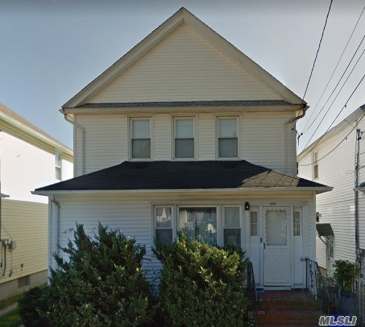 Full Finished Basement, 2 Living Rooms, 2 Dining Rooms, 2 Kitchens, 5 Bedrooms, 3 Bathrooms