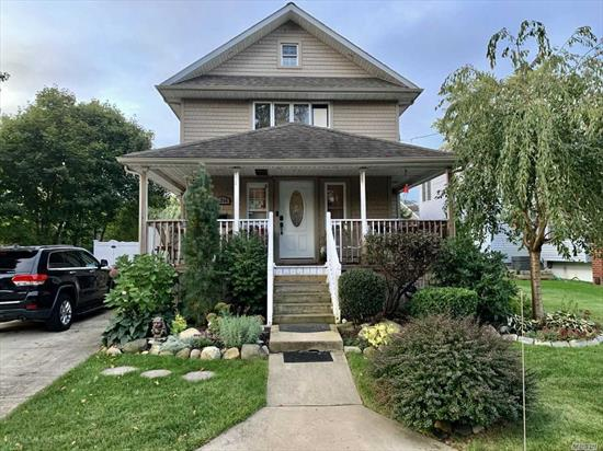 Totally renovated 2009, brand new bths 2019, Btfl Gran/SS kitchen, open flr plan, 1.5 car det gar with 9' ceilings, 40 yr arch'l roof, 10 yrs old,  CAC 2nd flr, ductwork in for 1st flr, parklike oversized yard, new pvc fencing, A must see!