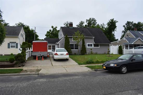 Charming Cape in Wantagh. Close to parkways. Needs TLC. Great For First Time Home Buyers.