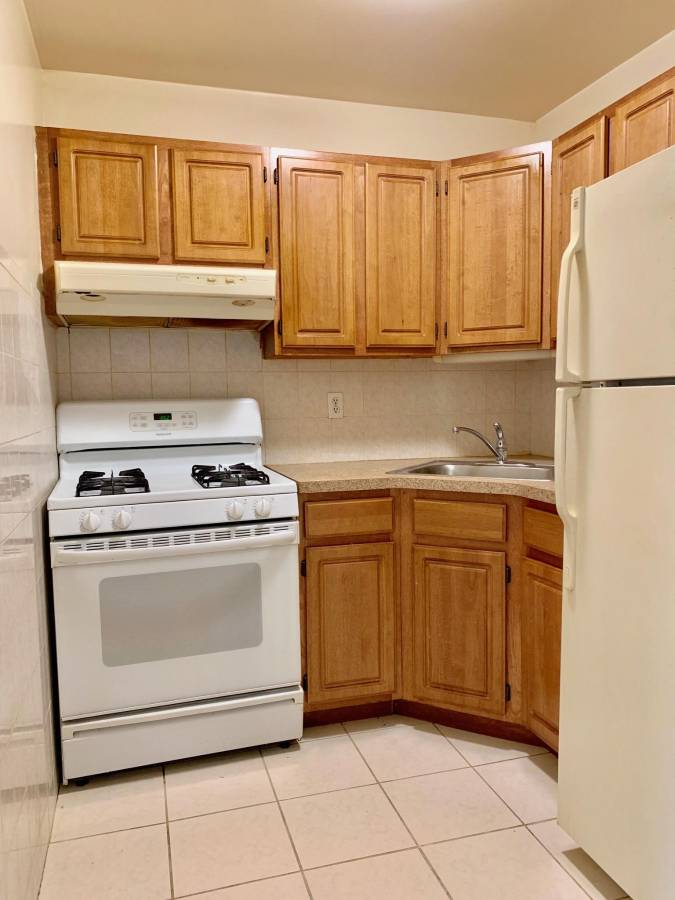 Large 3 Bedroom Duplex for Rent in Middle Village. Features Living Room, Dining Room, Kitchen, and 2 Full Bathrooms. This Apartment Comes with Terrace and Backyard Access. Hardwood and Tile Flooring. Water is Included. Convenient to Shops and Transportation. Nearby Buses: Q38, Q52, Q67 Nearby Train: M