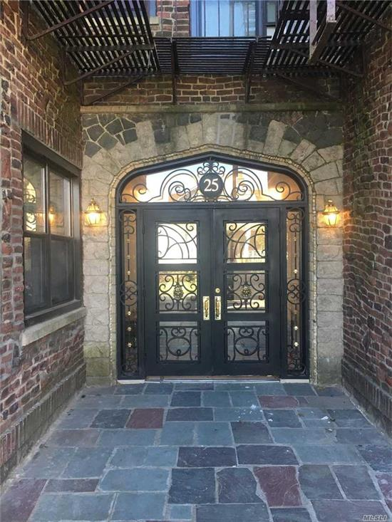 Circa 1930 vintage style building, luxurious residences.Studio, 1&2 Bedrooms Including Heat & Hot Water.Tuscany-Style Kitchen Cabinetry, Granite Countertops, Stls Stl Appl, Dishwasher & Microwave.New Windows & Doors, Ceiling Fans, Hi-Hat Lights..Prices/policies subject to change without notice.