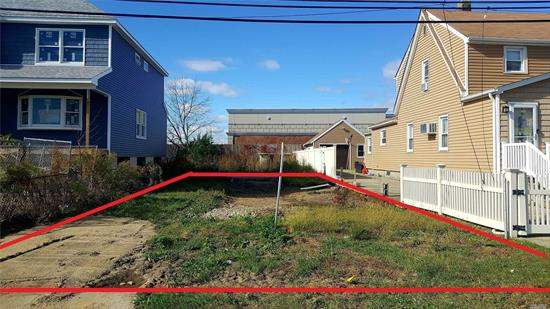 Build ready lot in convenient location close to shopping and transportation. Other new construction homes recently built on this street.