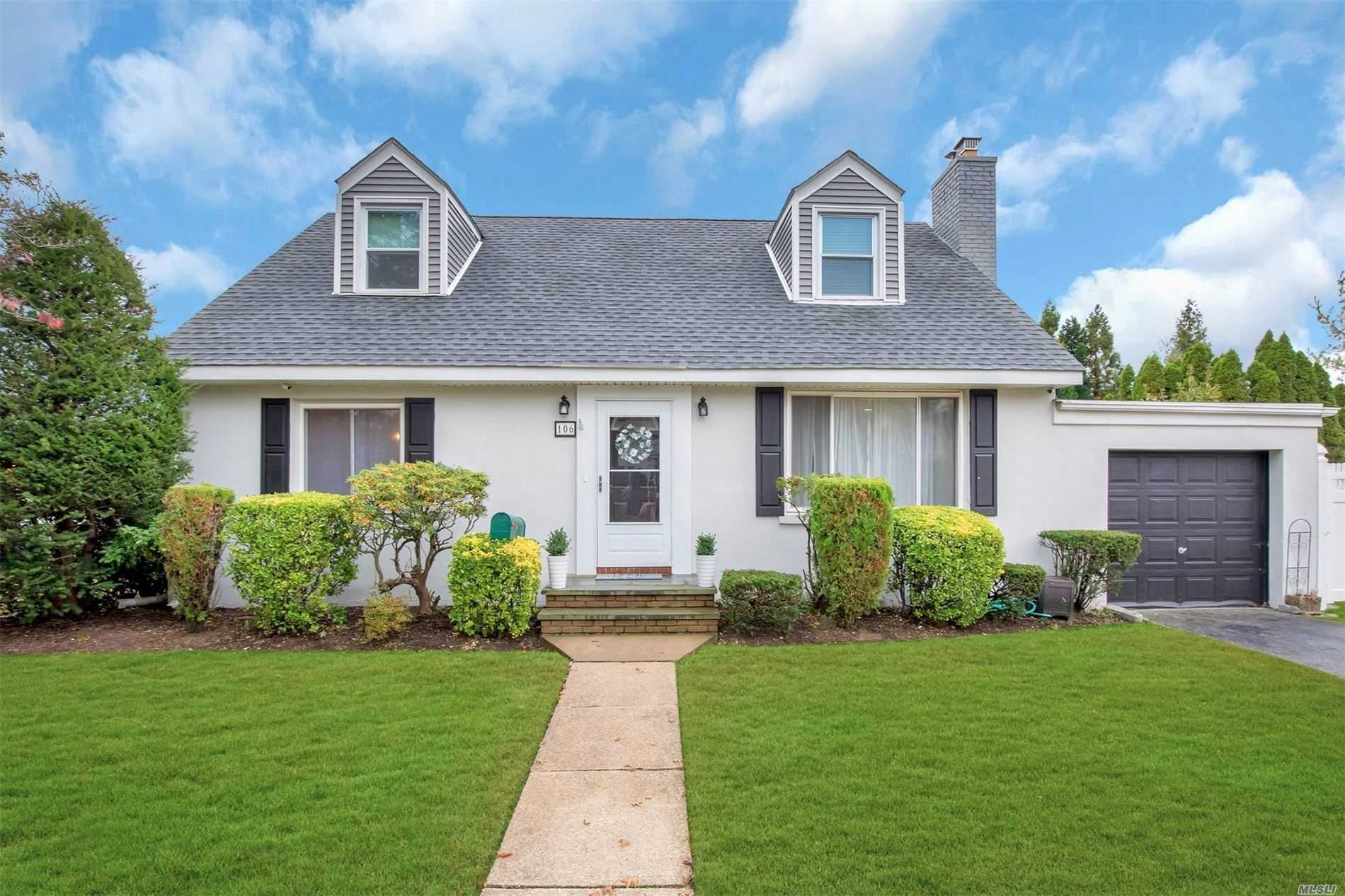 . Move in ready. Bright, open concept, built-ins, hardwood flooring, fenced in yard. Full finished basement. Close to LIRR & village shops