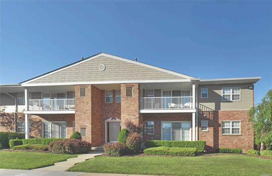 WD.Plush crpt.Central gas heat/air.Club.Gym.Pool.Commuter perfect/Rt 495/LIRR/Rt 135. SD national #1 ranked by Niche survey. Prices/policies may change w/o notice.