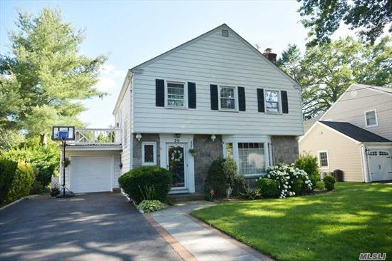Beautiful mid-block location in the heart of town. 3 spacious Bedrooms, Living Room, Formal Dining Room, Eat-in-Kitchen and Family Room. Lovely yard, mature plantings, private and serene location.