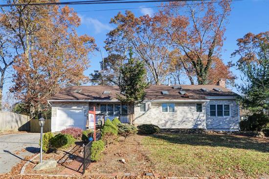 This single family house is well maintained and equipped with a beautiful eat in kitchen also including 4 bedrooms 2 baths along with a beautiful library, Laundry Room, central Air and heating.