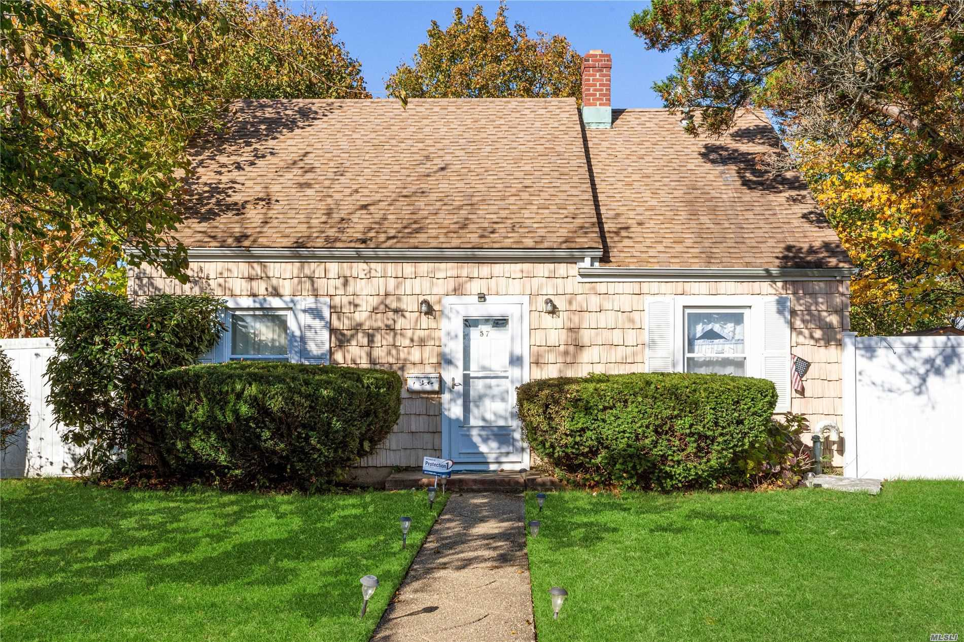 Open Floor Plan to FDR. Updated Roof, Siding , 275 Gal Above Ground Tank Gas Line ON Conner of Silver Ln. Great Back Yard. Close To ALL Shopping, Schools, Free Levittown Pools with Parks and Parkways. TAXES Do Not Reflect STAR SAVINGS !NEEDS TLC.