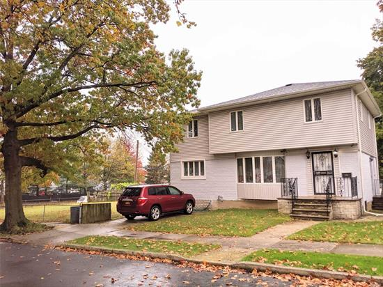 Spacious Detached Colonial Home on an oversized lot in the desirable area of Whitestone. (approx. 5944sq ft). Very convenient location. Close to transportation, Q25/Q34/Q20B, restaurants, supermarkets and shopping Center.