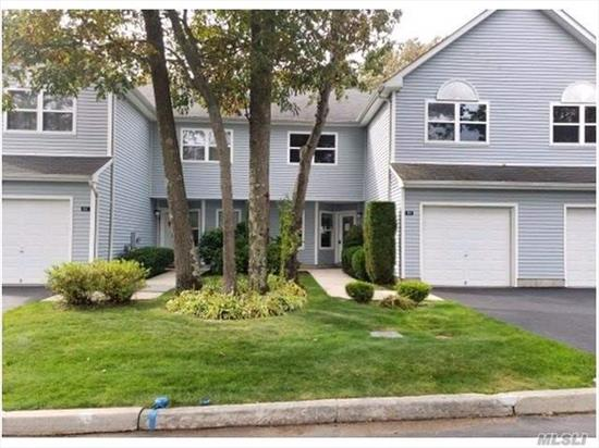 Gorgeous Condo With Eat In Kitchen And Large Living Room Just Perfect For Entertaining. Near Rock Hill Golf And Country Club, Long Island Game Farm Wildlife Park & Children's Zoo, And All Your Shopping And Dining Needs! This Will Be Gone Before You Know It!