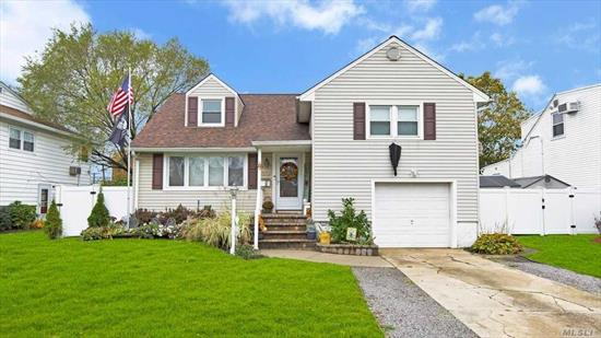 Immaculately clean 3 bedroom, 3 bath home in Seaford. Newer siding, brand new roof and boiler, SS appliances, hardwood floors throughout. Backyard perfect for entertaining!  Lower Level Incl sliders in Fam Rm w/outside entrance, renovated basement, office, Lndry, & Stor, attached gar, Levittown Sd,  East Broadway Elem, MacArthur HS. Move right in to this beautiful home!