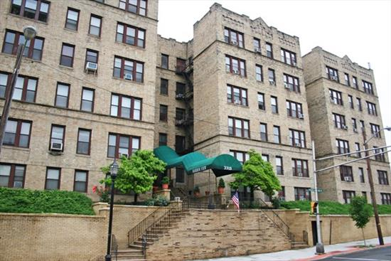 Condominium home with open kitchen layout with breakfast bar, updated bathroom, ample closets and a NYC view. Located at the most convenient bus stop in NJ. Frequent busses to NYC with virtually no wait. Well looked after building with great finances. Laundry room on premises, elevator building. Heat and hot water are included in the low monthly maintenance. On-site Superintendant. New restaurants abound in the neighborhood and Walgreens is just next door This is convenience. Rental Parking at the top of the block