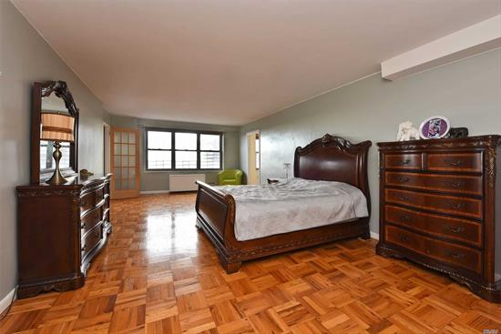 Make this over sized studio your home and enjoy the amazing views every day! Windowed kitchen, windowed dressing area; Huge living room filled with sunlight. The Coop Offers Full time doorman, Gym, Sun Deck, Laundry Room On Every Floor, Central Ac And Heating, Garage. 16 min ride to Penn Station via LIRR; E/ F Subways and Express Manhattan Buses to midtown. Easy Access To Major Highways and to airports.