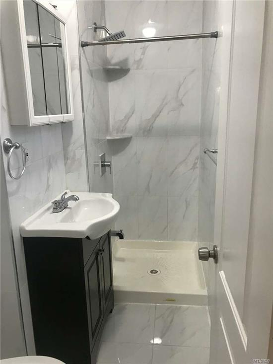 lge lr/dr.3 good size bedrooms, 2 full bath