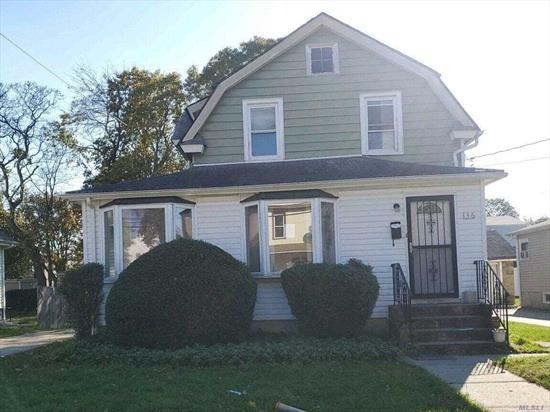 Spacious Colonial with 3 bedrooms and 1 bath. Close to shopping, Transportation and Major roadways.
