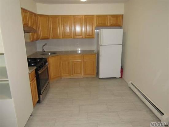 Lovely full 2 bedroom 1 bath unit in a private townhouse. Great location, steps to express train and shopping.