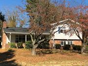 1st Time on market. If location could sing this site is a show stopper! Quiet interior 86XX155X85X130 cul-de-sac lot backing estate at Ryefield Manor. Front porch, living room with fireplace, eat-in-kitchen with skylight, 2 1/2 baths, hardwood floors, walkout den to rear yard & 2 car garage. Worth the pilgrimage to view. Incredible potential.