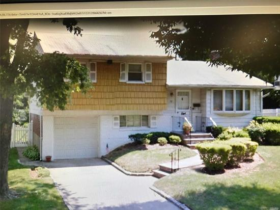 Clean and well maintained home. Great split plus large great room w/ fireplace. Beautiful property, fenced yard. Syosset schools.