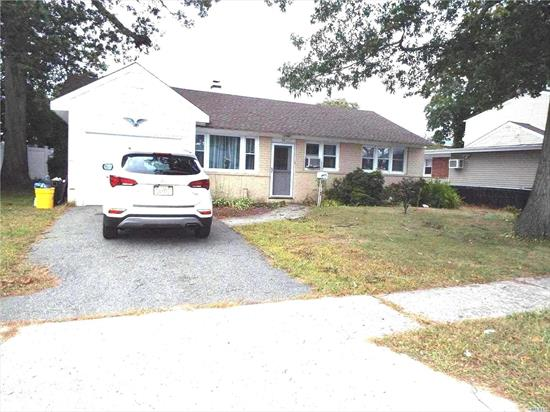 EXCELLENT OPPORTUNITY TO ENTER SOUGHT AFTER SCHOOL DISTRICT AT AN AFFORDABLE PRICE AND TAX NEW ROOF UPDATED WINDOWS NEEDS UPDATING GREAT OPPORTUNITY FOR SWEAT EQUITY CALL TODAY AND SEE!