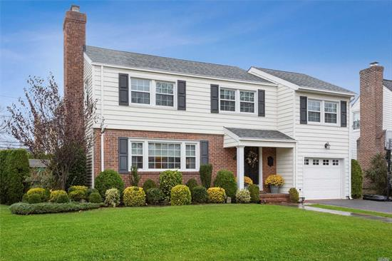 Move in ready, diamond condition. Colonial in the heart of the estates section. Fabulous master BR with 2 WIC's and marble bath. Large EIK/Great room with gas FP. Beautiful outdoor kitchen with ice maker, refrigerator and built in gas line with brick patio.