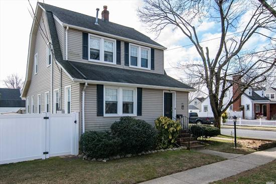Freshly Painted Renovated Two Bedroom Apt. In Baldwin Oaks, Lenox Elementary school, offers 2 Brs., Den, EIK, Full Bath, Access to Washer/Dryer and Shared Backyard. Convenient to the SS Pwy., Restaurants, Shopping and Transportation.