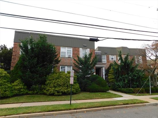 Spacious and sunny 2 bedroom, 2 bath co-op in prime Cedarhurst location directly across from Cedarhurst Park. Renovated granite kitchen, washer and dryer in the apartment, enclosed glass terrace off the kitchen, basement storage unit included.