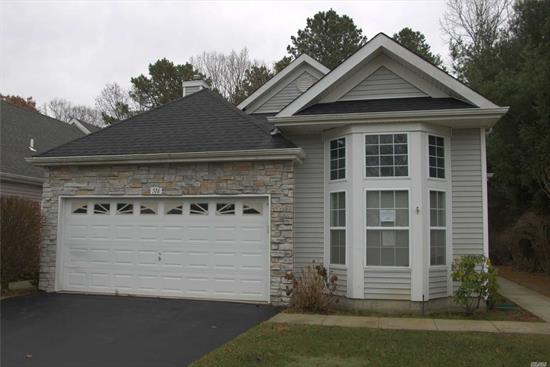 Spacious 2 Bedroom 2 bath Unit located in Leisure Glen. 55+ community. Close to shopping, transportation and major roadways.