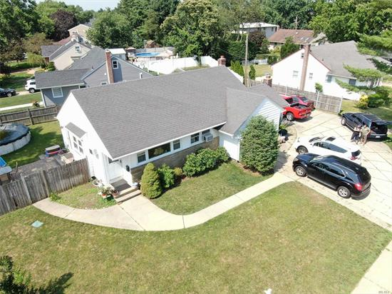Fabulous, immaculate modern ranch home. spacious sunny living room/dining room combo, eat in updated kitchen, 3 large bedrooms, updated bathroom. garage, washer/dryer. no basement  driveway parking, large yard, partially fenced, beautiful wantagh woods neighborhood, close to shopping, LIRR, highways.