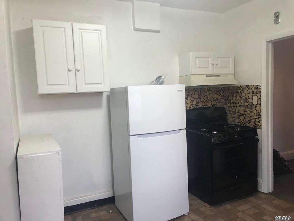 21/2 bedrooms, living room, kitchen, bath. Can share the front patio. Owner willing to take sec 8 program.