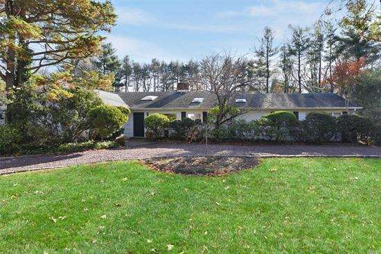 Old Westbury. Beautiful Ranch in Great Location with a Pool.