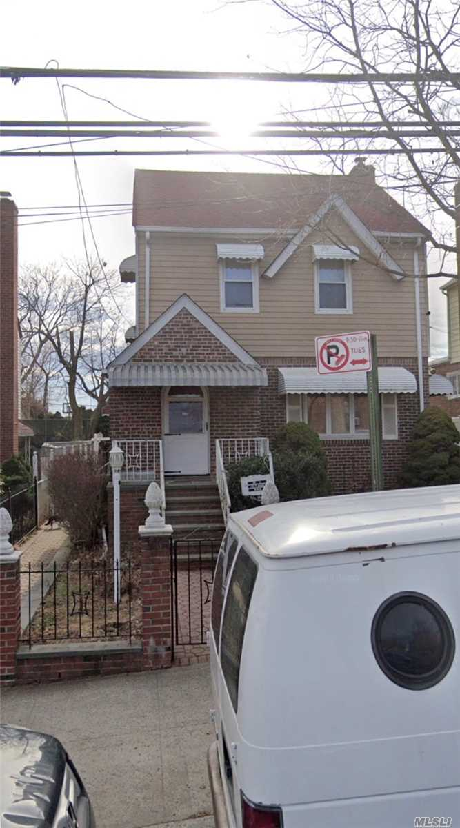 Beautiful colonial, 1 family house, in mint condition. Private driveway has room for three cars. Must See!!!**All information deemed reliable must be re-verified by purchaser(s)**