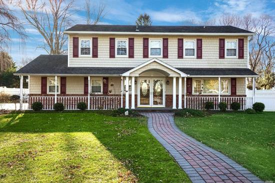 Updated Large Splanch Offers Open Flr Plan w/ Finishes For Today's Buyer. Enjoy Cooking In The Kitchen w/SS Appl's/ Maple Cabinets That Warp Around w/ A Center Island. Plenty Of Seating From The Island To The Fdr Or Kitchen Table. You Can Enjoy The Views Of The Yard & Gas Lite Fireplace From Kitchen Or Den.The Opening From The Den To Lr Allows Easy Flow For Guests. Add'l Upgrades:Huge Master WIC/Upd Baths/ Hw Flrs/Crown Molding/ Water Fall Inground Pool w/Pavers/Skylight & More!!