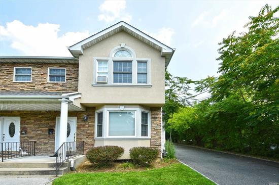 Great Opportunity To Live In a Magnificent Home In Roslyn School District. Like New, Beautiful Baths, Large Eat In Kitchen With Top Of The Line Appliances. Spacious Backyard. Close To Houses Of Worship And Highways