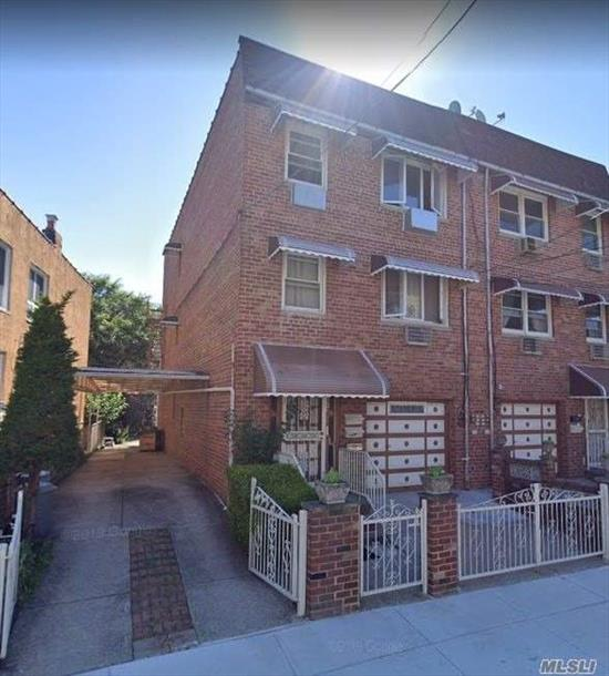Lovely 3 Bedroom Boxed Apartment for Rent in Middle Village. Features Living Room/Dining Room, Eat-In-Kitchen , and 1.5 Bathrooms. Ample Closet Space & Lots Of Natural Sun Light. Hardwood Flooring Throughout. Close To Schools, Shops & Public Transportation.