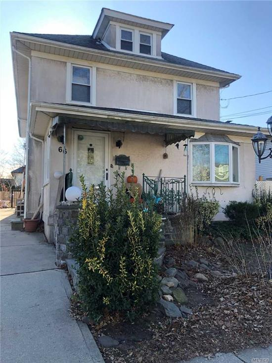 Walking distance to the LIRR, shopping centers near by. One bedroom.