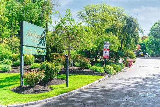 Glen Cove. 1 Studio, 3 One Bedrooms and 2 Two Bedrooms Located in the Glen Pearsall Community. This is a Package of Sponsor Owned Units. Parking On-Site. Pool, Near LIRR and Shops. All Units Currently Rented.
