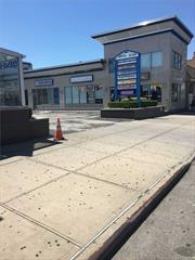 Prime location in the heart of Richmond Hill, Atlantic Shopping Center, Plenty of traffic and parking. Reception area and 2 separate rooms. Taxes and parking included.