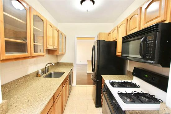Move in condition 800 sf one bedroom coop apartment in one of the best buildings in Kew Gardens. Short walking distance to LIRR and SUBWAY, supermarket, restaurants, cinema. Very quiet and bright. PRICED FOR QUICK SALE. TAKE ACTION BEFORE TO LATE !!!