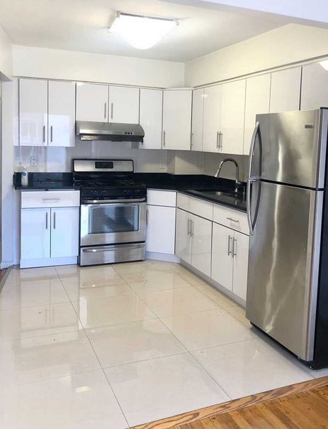 Sunny and Spacious 2 Bedroom Apartment For Rent in Oakland Gardens. Features Living Room/Dining Room Combo, Kitchen and 1 Full Bath. Access to Private Terrace. Hardwood and Tile Flooring Throughout. Conveniently Located Near Shopping, Local & Express Bus.